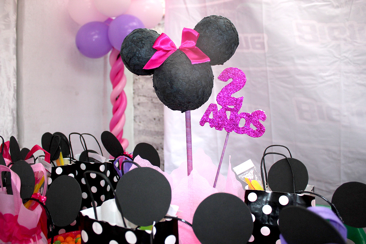 Pin decoracion fiesta minnie mouse roja connor auto car for Decoracion minnie mouse